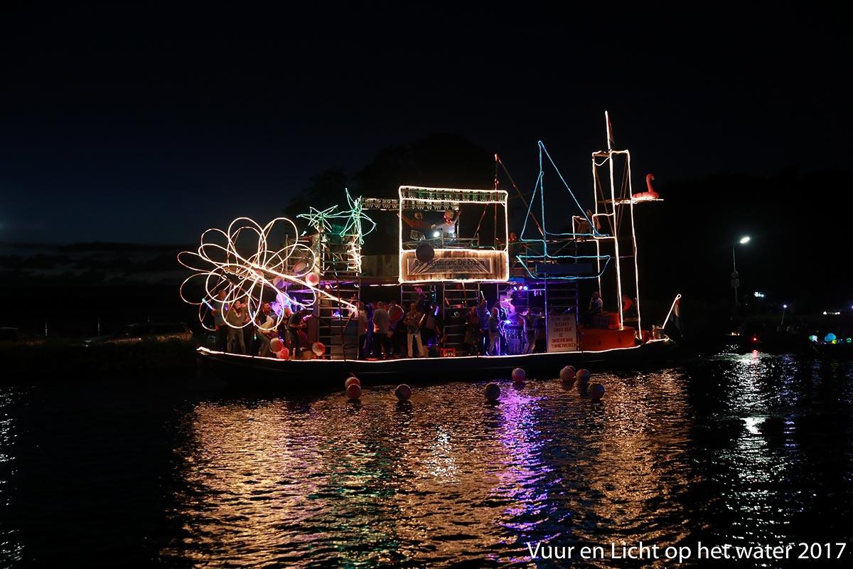 Verlichte Botenshow (spelregels) - Vuur en Licht op het Water
